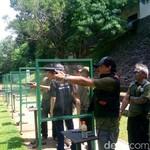 Aksi Bos BEI di Minggu Pagi: Naik Tank Hingga Menembak