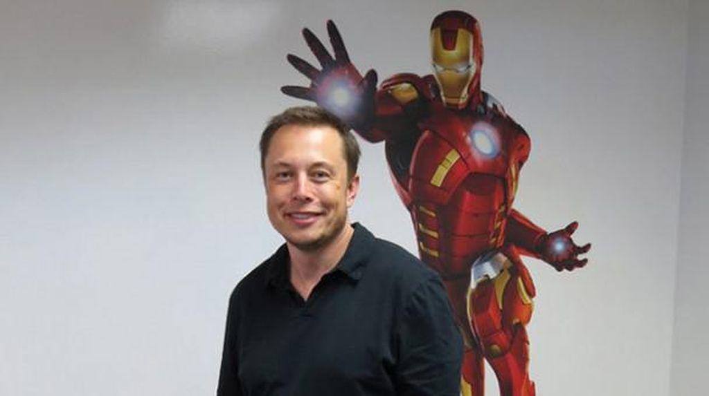 Iron Man Tak Mau Tinggalkan Donald Trump