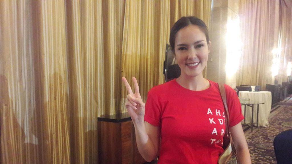 Cantik Berkaus Merah, Cathy Sharon Ingin Bantu Ahok Tangkal Hoax