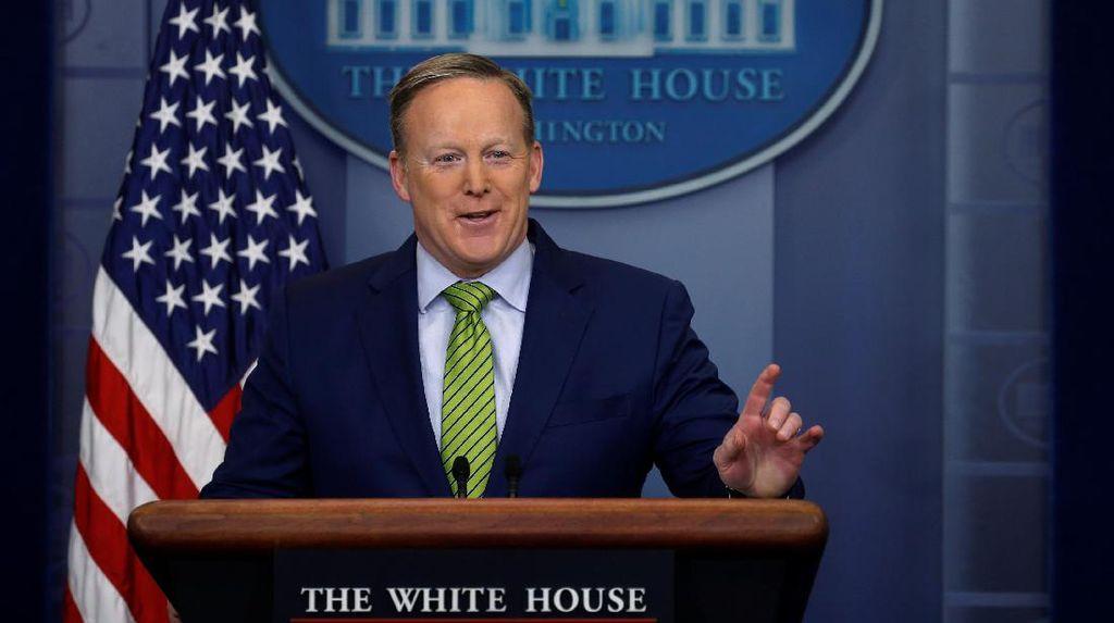 Juru Bicara Gedung Putih Spicer Mengundurkan Diri