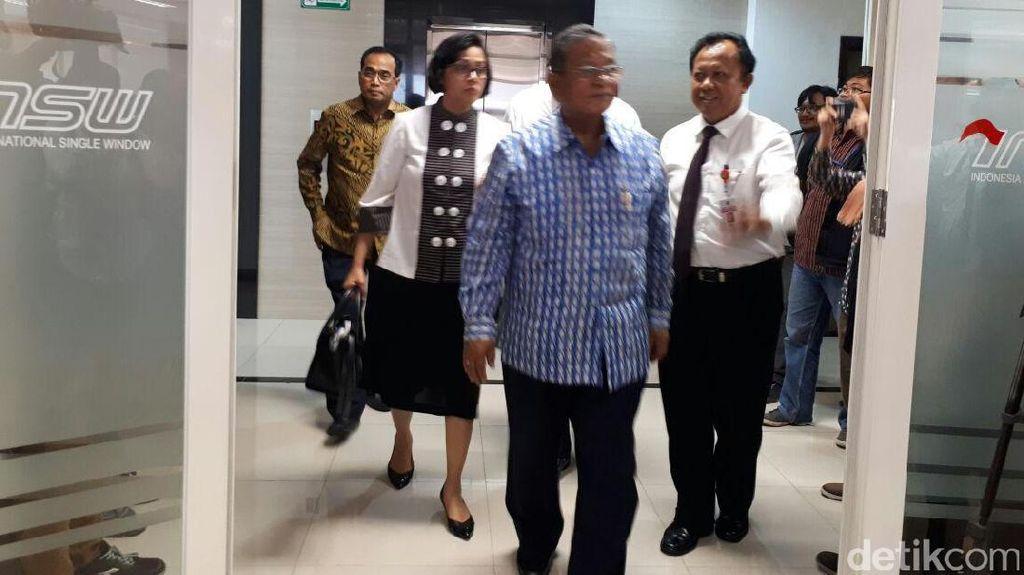 Tiga Menteri Jokowi Blusukan Cek Dashboard Dwell Time