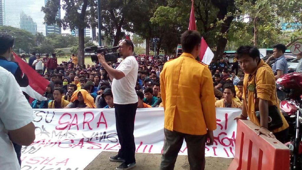 Begini Suasana Demo Mahasiswa di Rumah SBY di Mega Kuningan