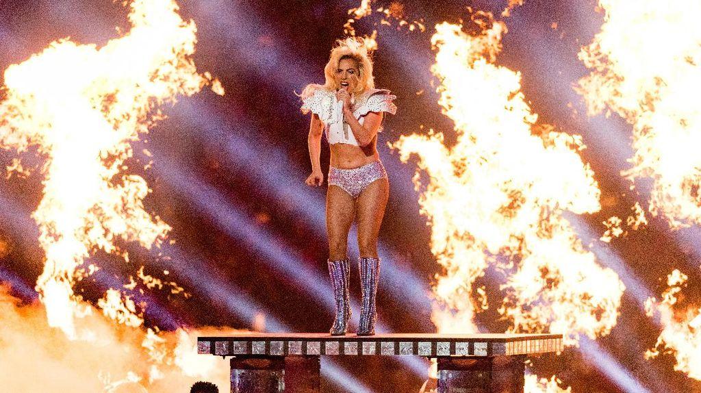 Dibilang Perutnya Berlemak, Begini Tanggapan Lady Gaga