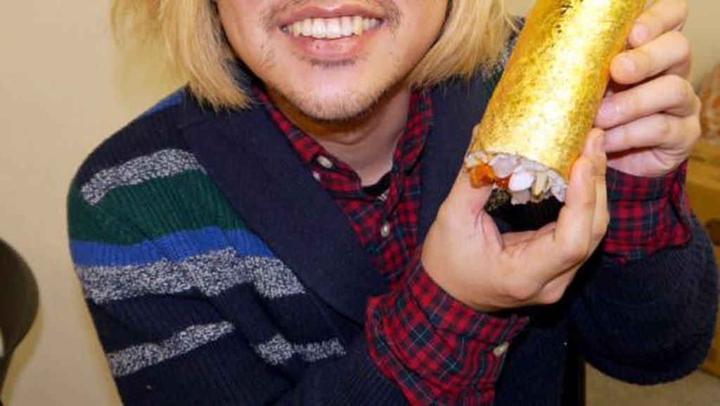 Nyam! Sushi Roll Lambang Keberuntungan Seharga Rp 1,3 Juta Ini Berlapis Emas