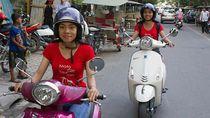 Gadis Kamboja ini Berbisnis Ojek Merangkap Pemandu Wisata