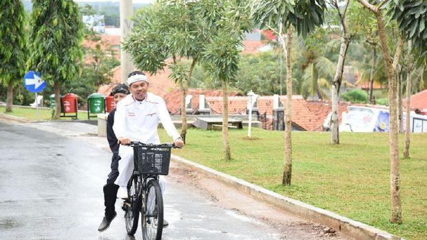 Dedi Mulyadi naik sepeda (dok.detikcom)