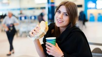 Beli Tiket Online, Bisa Makan dan Minum Gratis di Bandara