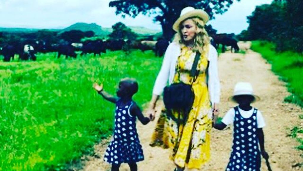Ayah Kandung Anak Kembar dari Malawi Permasalahkan Adopsi Madonna