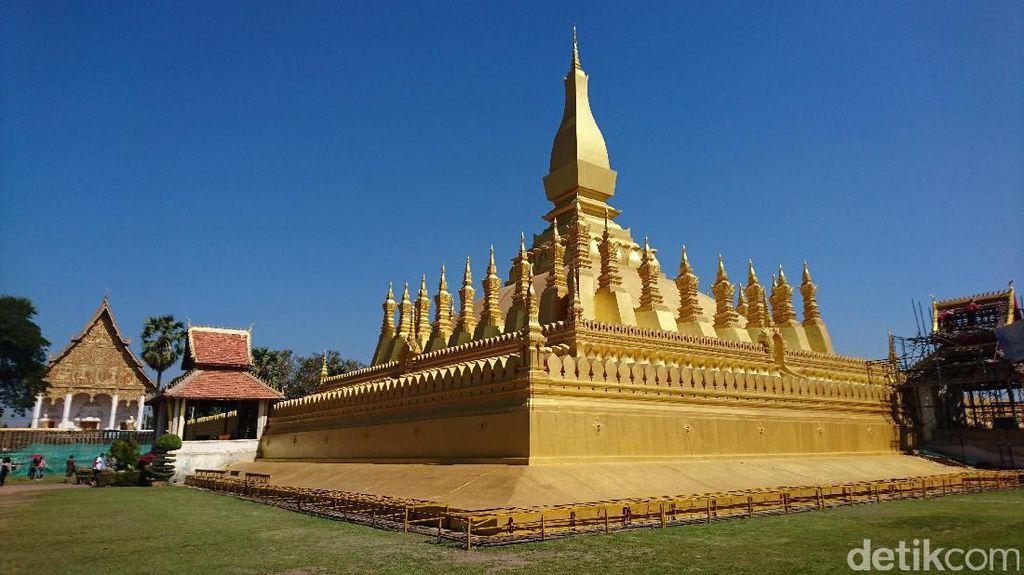 Inilah Stupa Terbesar di Laos yang Berlapis Emas