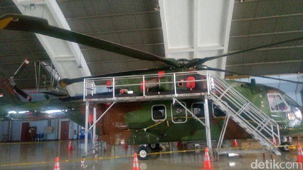 Dililit Garis Polisi, Begini Penampakan Heli AW-101 di Lanud Halim