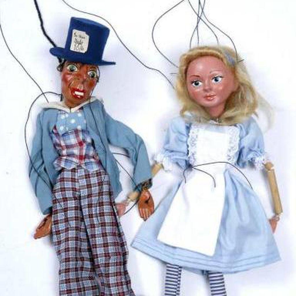Memorabilia Alice in Wonderland Dilelang Rp 1,1 Miliar