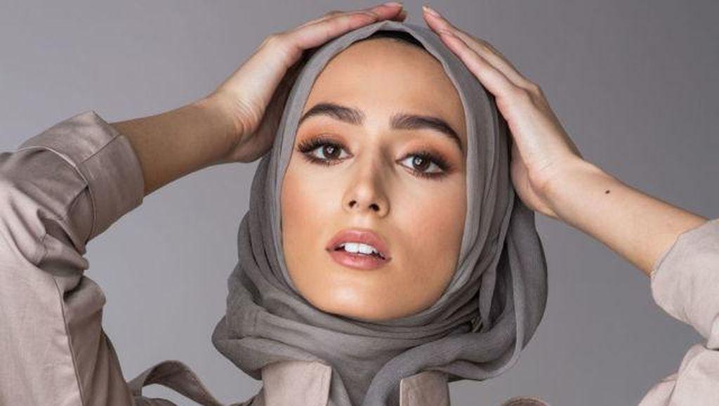 Debenhams Jadi Department Store Pertama yang Jual Hijab di Inggris