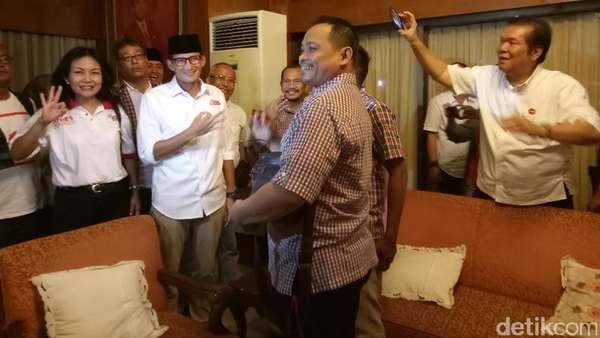 Saat Sandiaga Uno Dapat Surprise dari Pendukung Jokowi