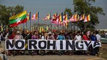 Kapal Malaysia Pengangkut Bantuan Rohingya Disambut Demonstran