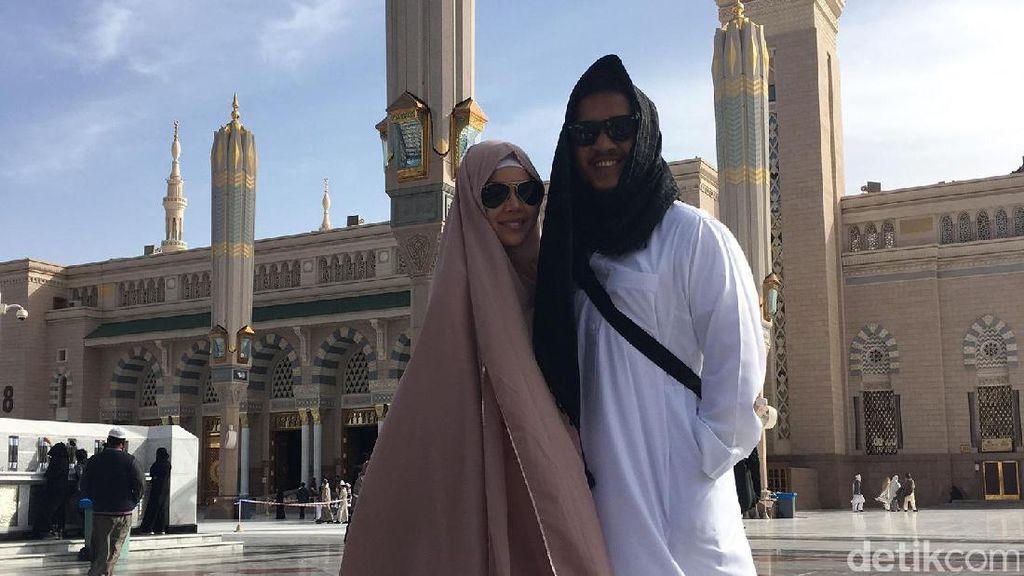 Dewi Sandra Sebut Pernikahan dengan Agus Jadi yang Paling Damai