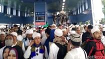 Massa Aksi 112 Padati Stasiun Juanda