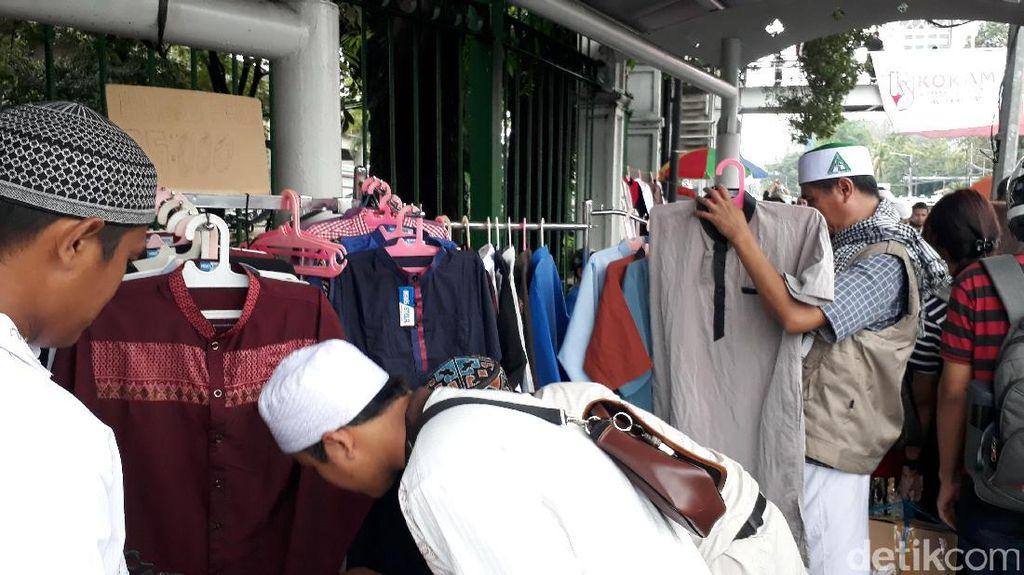 Berkah Aksi 112, Ada Pedagang Baju Muslim Buka Harga Demo