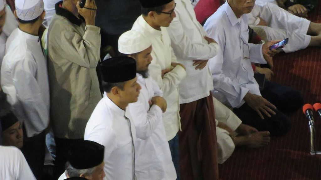 Tinggalkan Istiqlal, Agus dan Anies Lambaikan Tangan ke Massa 112