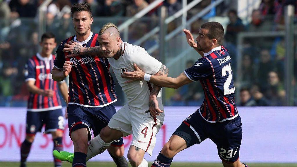 Gol Nainggolan dan Dzeko Antarkan Roma Kalahkan Crotone