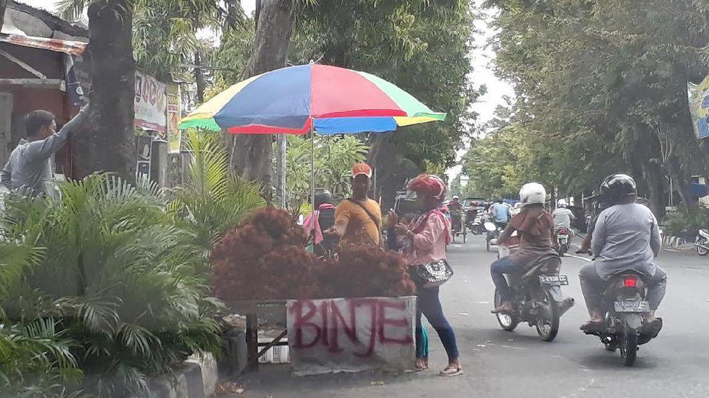 Banyak PKL di Bojonegoro Jualan di Trotoar, Pak Bupati?