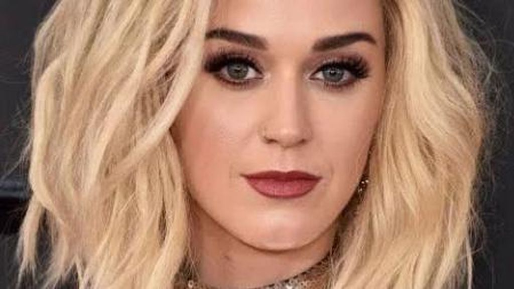 Pulasan Makeup Seleb di Grammy Awards 2017, Lady Gaga Hingga Beyonce
