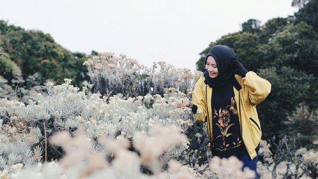 Cerita Aisyah Hermani, Hijabers Muda yang Taklukan 10 Gunung di Indonesia