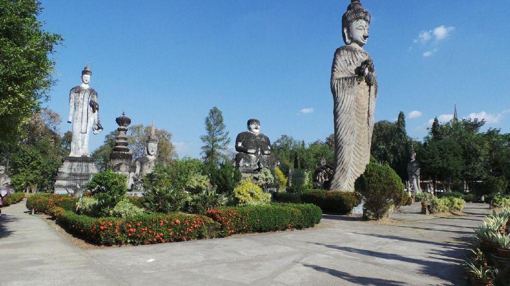 Taman Sala Keoku di Thailand, Tempat Berfoto dengan Patung-patung Jumbo