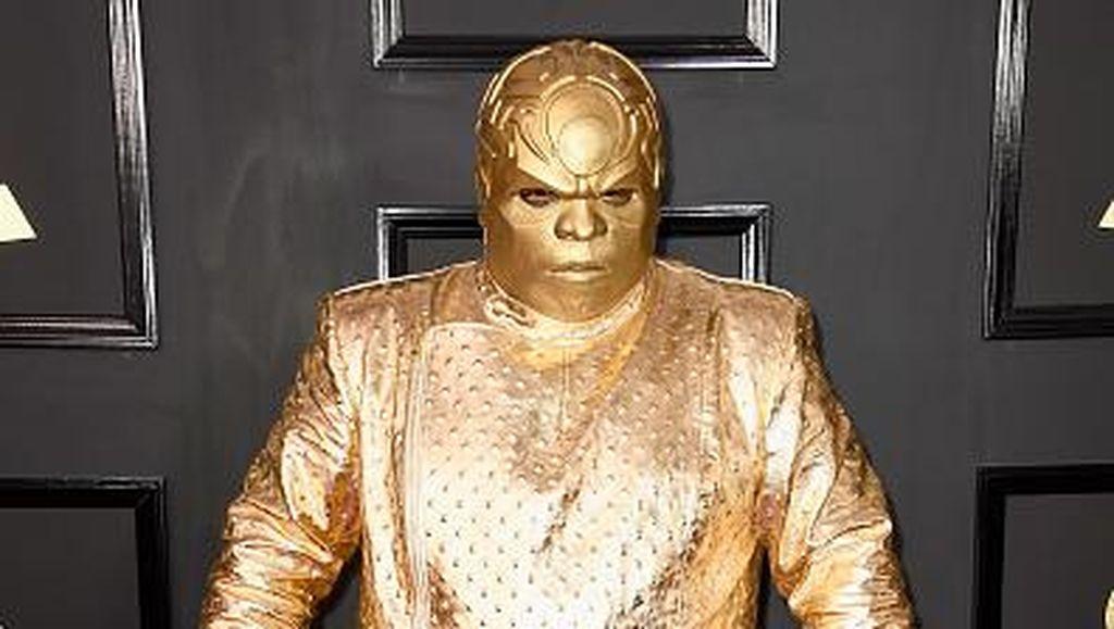 Parodi Kostum Paling Nyeleneh di #GRAMMYs