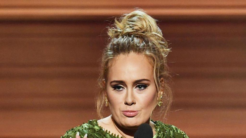 Adele Kesal Diejek Netizen Mirip Istrinya Shrek