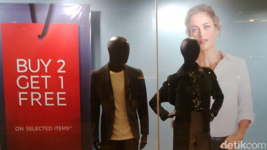 Blus Hingga Sepatu Marks & Spencer 70% di Kuningan City