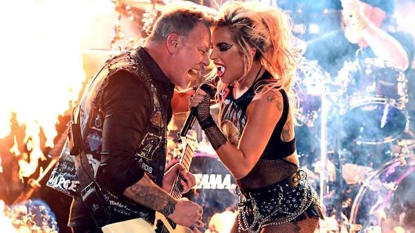 Meski Terkendala Mic, Metallica Sebut Duet dengan Lady Gaga Mengagumkan