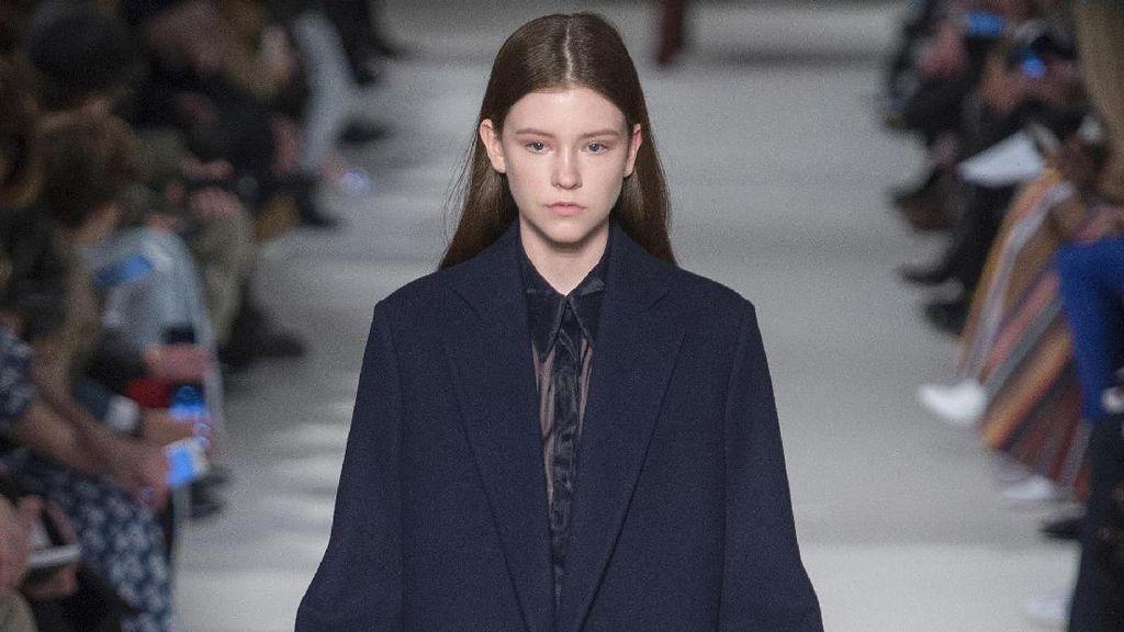 Victoria Beckham Hadirkan Setelan untuk Wanita Urban di Koleksi Terbaru