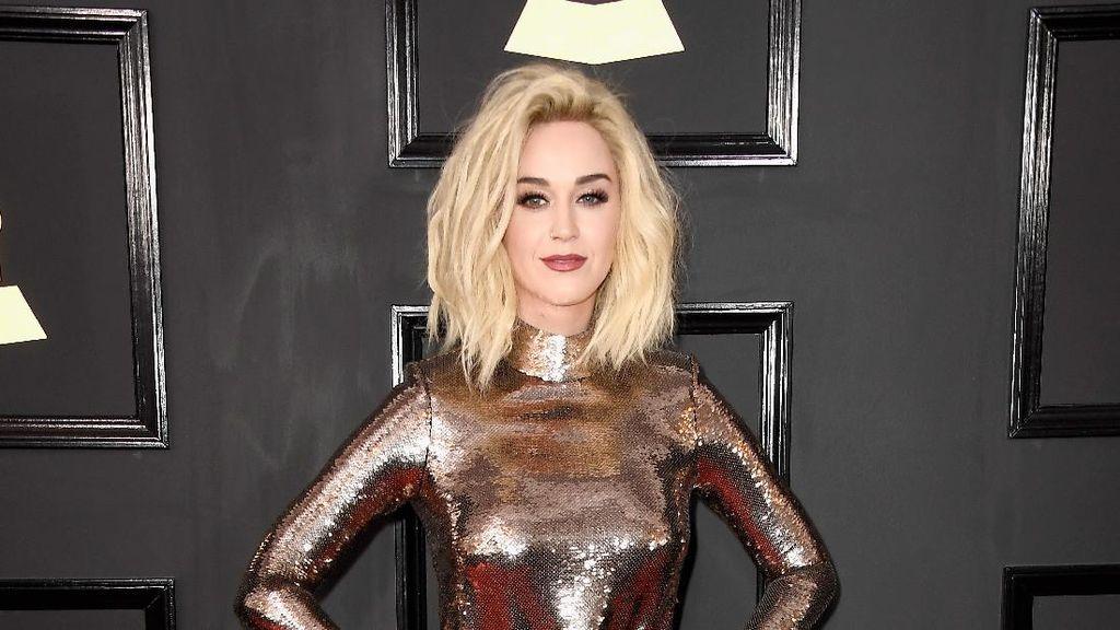 Desain Sepatu, Katy Perry Ambil Nama Hillary Clinton dan Lena Dunham