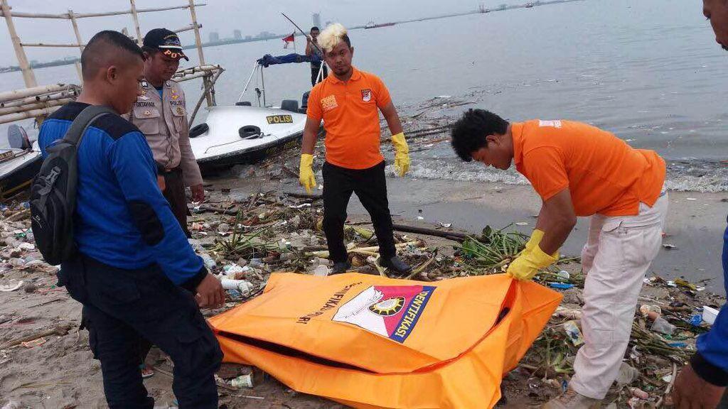 Mayat Wanita Setengah Bugil Mengambang di Kepulauan Seribu