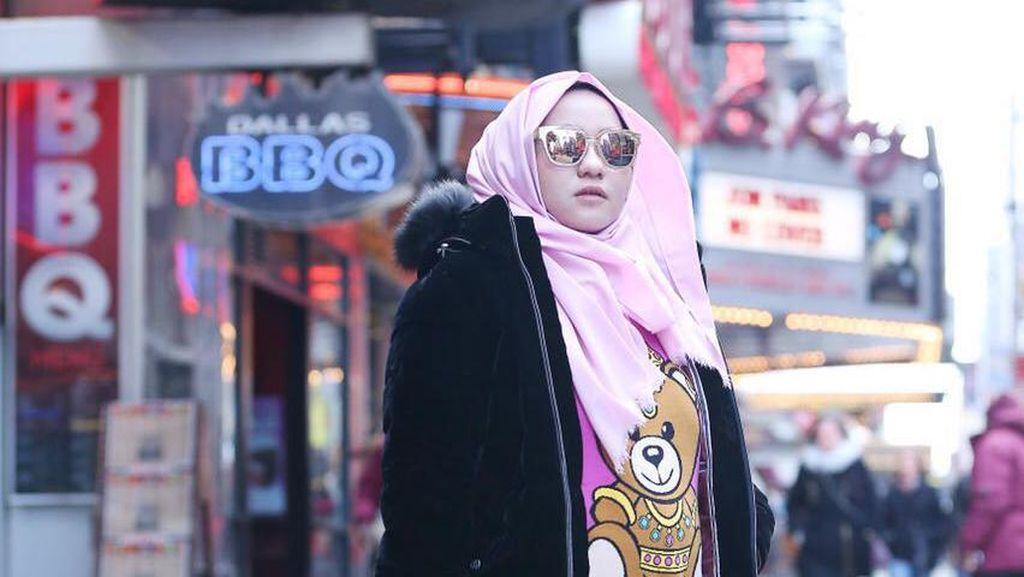 Anniesa Hasibuan Bicara Drama Hidup Wanita Lewat New York Fashion Week 2017
