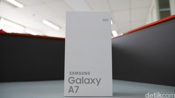 Begini kemasan Galaxy A7 (2017). Foto: detikINET - Anggoro Suryo Jati