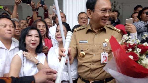 Warga ingin Ahok membersihkan Jakarta dari korupsi.