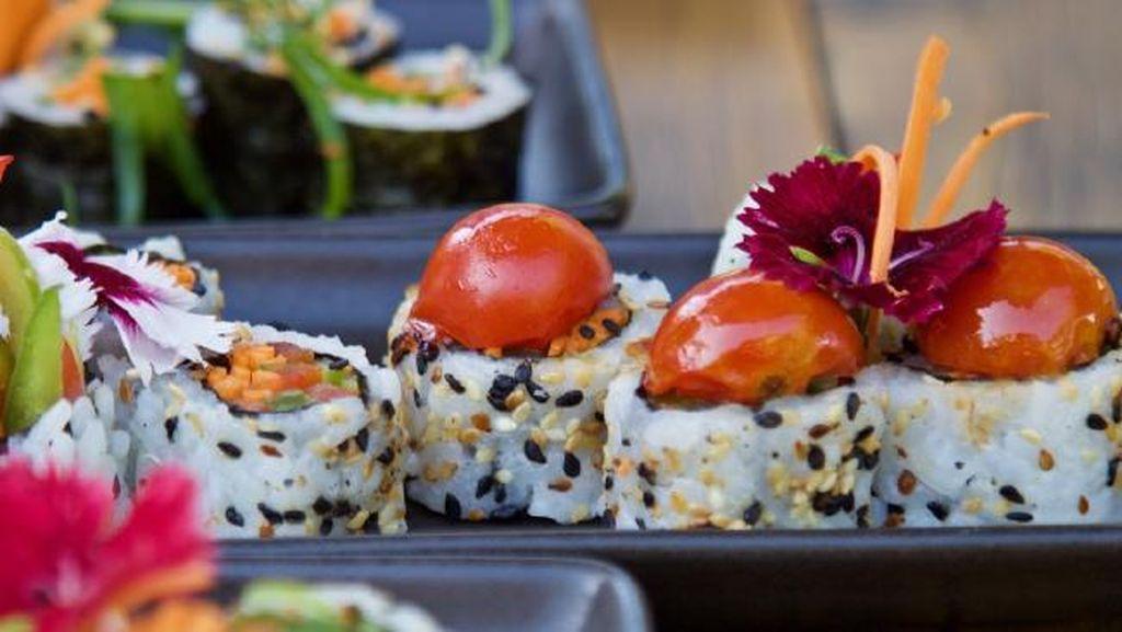 Para Vegan Bisa Makan Sushi Tanpa Ikan yang Enak di Kafe Ini