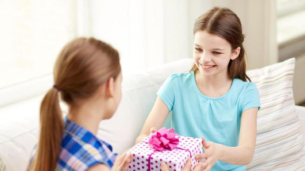 Menyikapi Anak yang Ingin Beri Hadiah untuk Teman di Hari Valentine