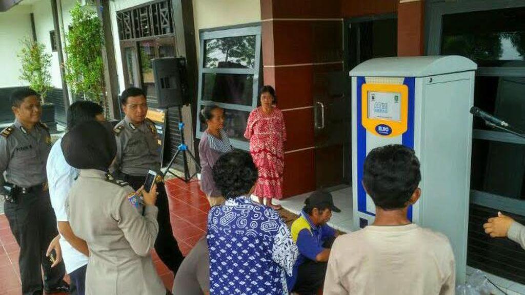Wow, di Trenggalek Ada ATM Beras Bagi Warga Miskin