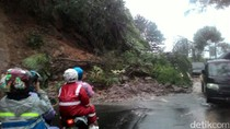 Tebing di Puncak Longsor Tutupi Jalan, Polisi Berlakukan Buka-Tutup