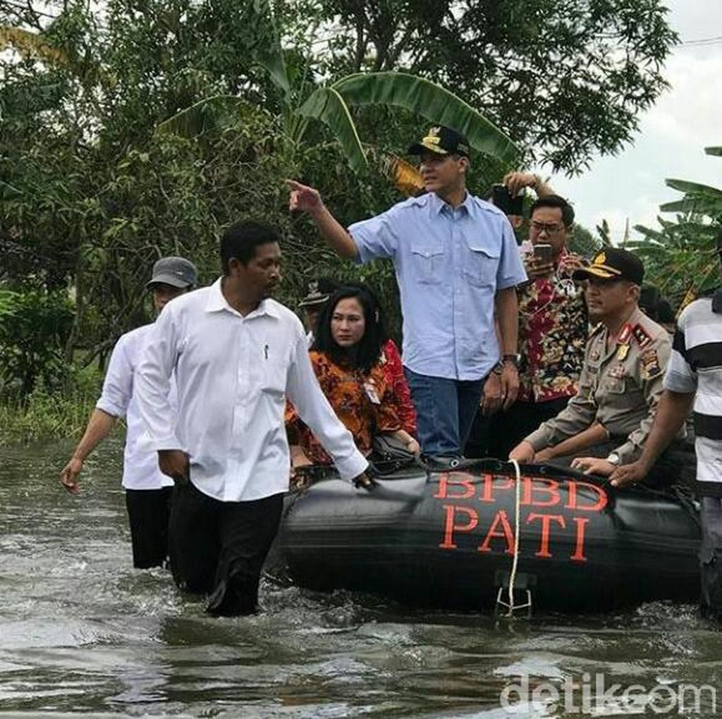 Gubernur Ganjar Pantau Pilkada Pati Naik Perahu Karet