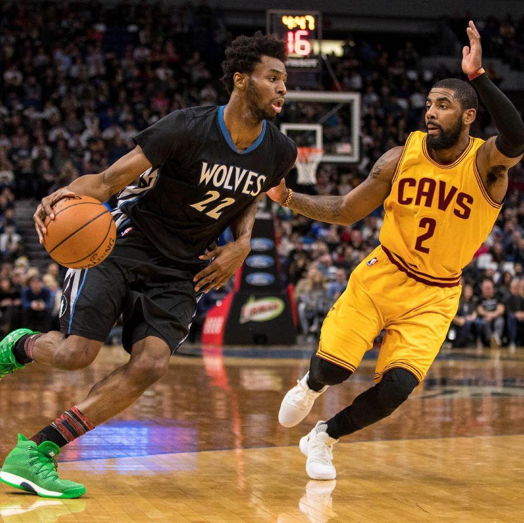 LeBron & Irving On Fire, Cavs Jinakkan Wolves