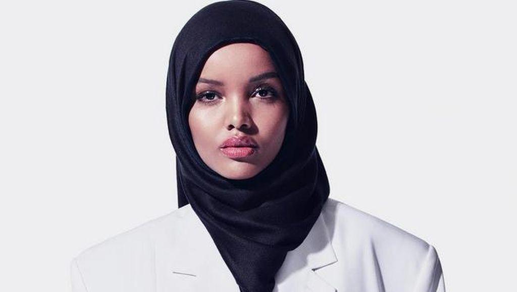 Rihanna Pakai Model Berhijab di Iklan Kosmetiknya