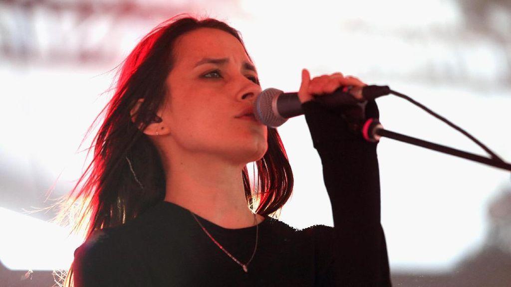 Prediksi Lagu-lagu yang Akan Warpaint Bawakan dalam Konsernya di Jakarta