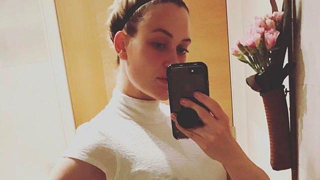 Saat Seorang Ibu Selfie dengan Bercak ASI yang Merembes ke Baju