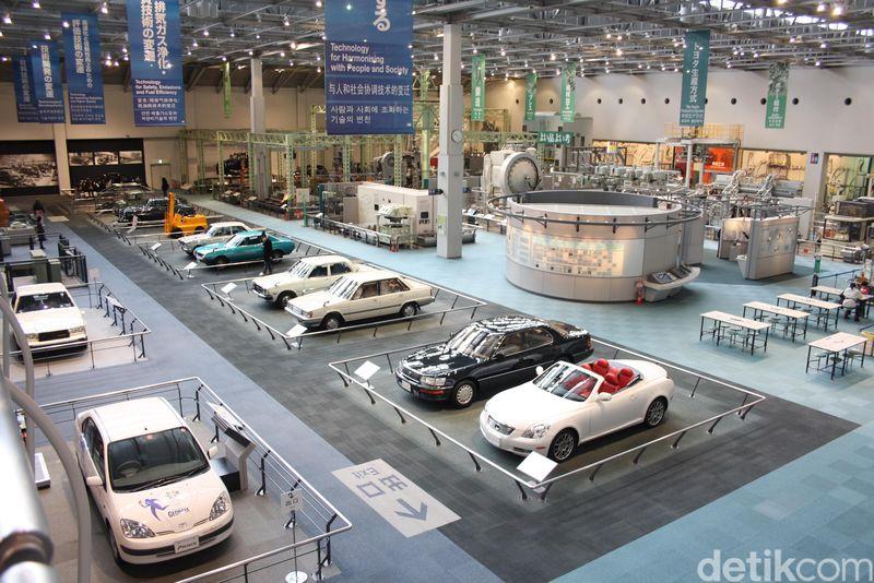 Sebelum menjadi salah satu perusahaan otomotif terbesar di dunia, Toyota tadinya adalah sebuah usaha kecil di Jepang yang bergerak dibidang tekstil. Pendirinya adalah seorang anak dari penjahit miskin bernama Sakichi Toyoda (Firdaus/detikTravel)