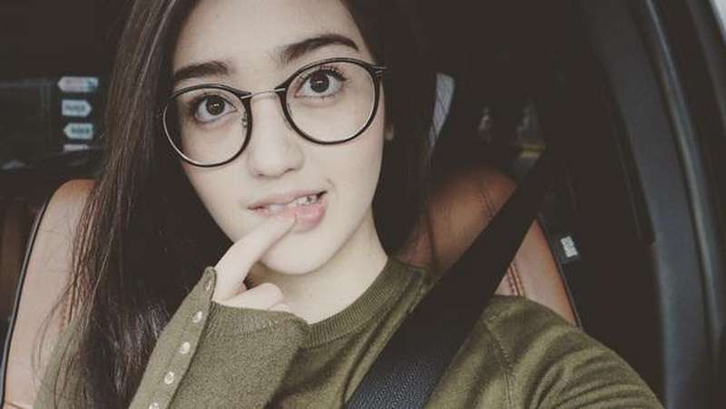 Berkacamata, Ranty Maria Bikin Gemes