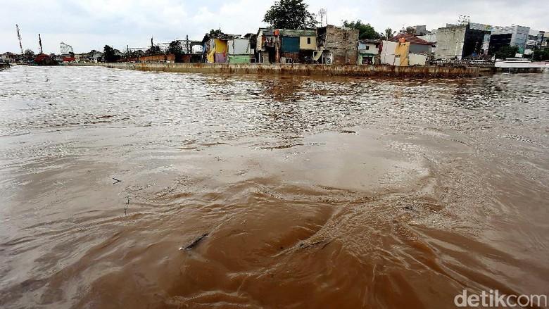 Sungai Ciliwung Meluap, Jatinegara Banjir