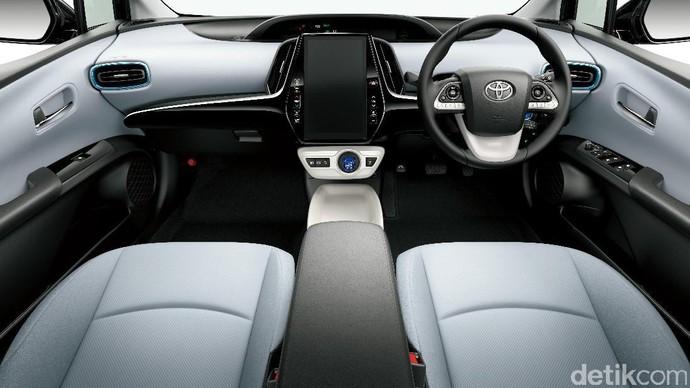 Toyota Prius PHV Lebih Jauh dan Lebih Ngebut!